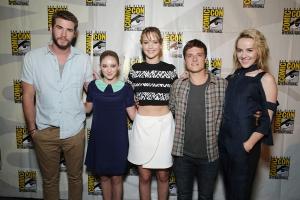 Liam Hemsworth, Willow Shields, Jennifer Lawrence, Josh Hutcherson, Jena Malone