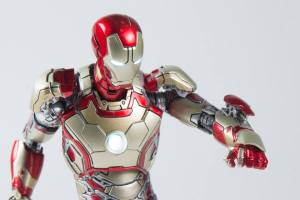 Comicave-Studios-Diecast-Iron-Man-Mark-42-2
